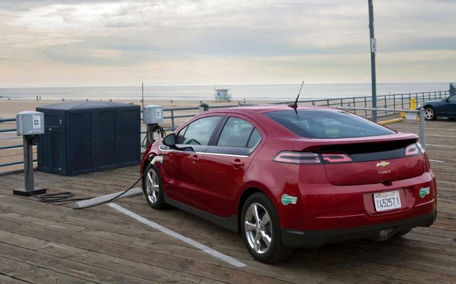 Chevrolet lowered the price of its 2014 Volt