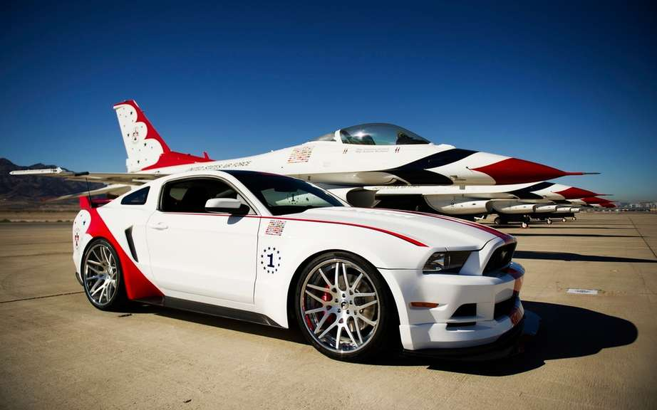 Ford presents his Mustang USAF Thunderbirds Edition picture #3