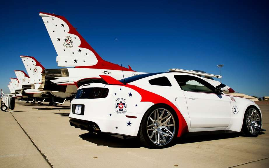 Ford presents his Mustang USAF Thunderbirds Edition picture #4