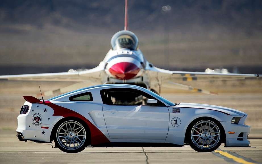 Ford presents his Mustang USAF Thunderbirds Edition picture #5