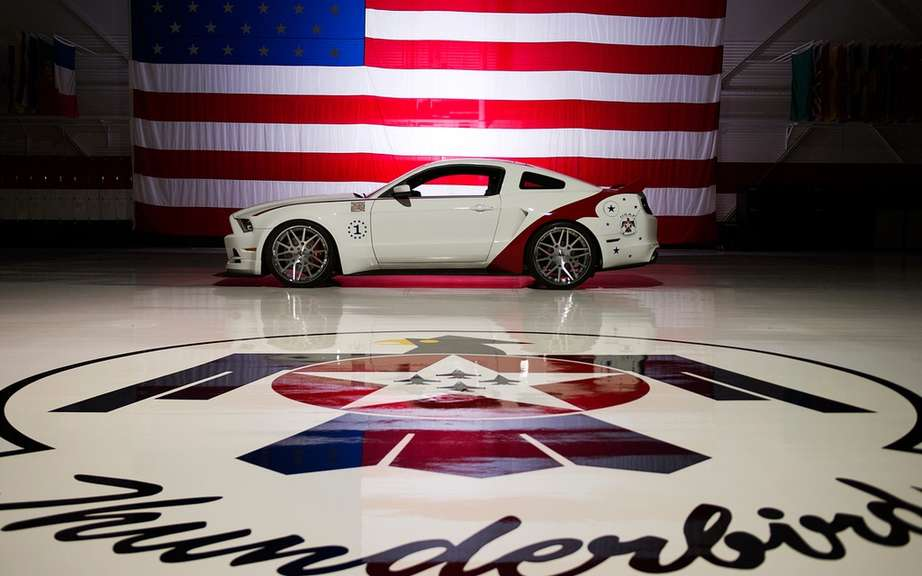 Ford presents his Mustang USAF Thunderbirds Edition picture #6