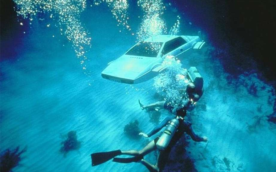 Lotus Esprit Submarine James Bond put to auction