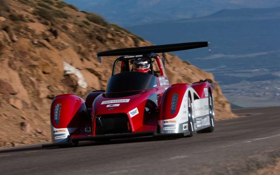 Mitsubishi vehicles and safety at Pikes Peak picture #8