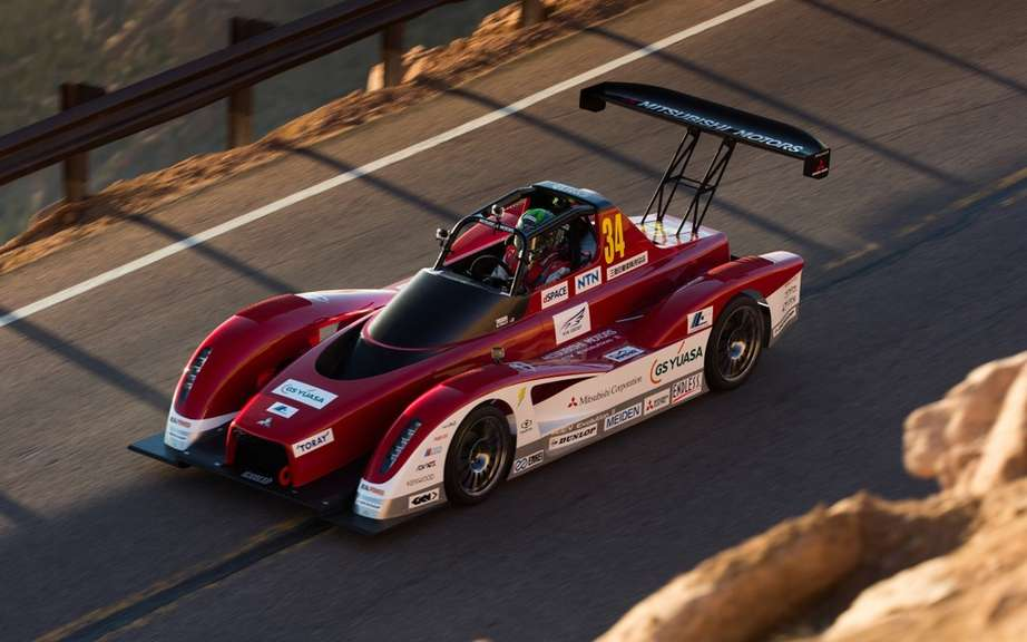 Mitsubishi vehicles and safety at Pikes Peak picture #10
