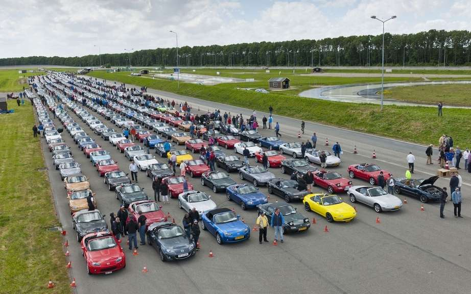 Mazda MX-5 is a record parade picture #3