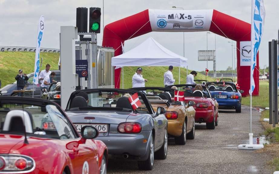 Mazda MX-5 is a record parade picture #4
