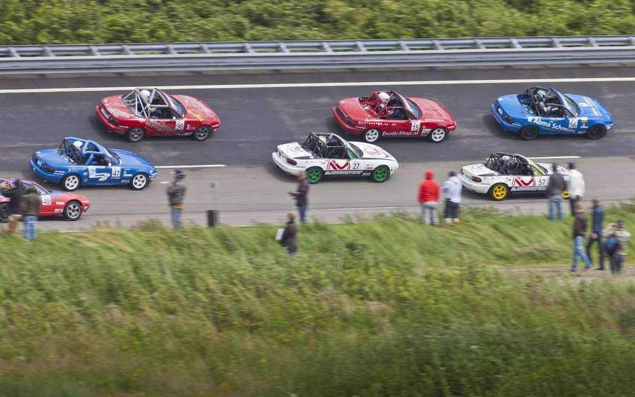 Mazda MX-5 is a record parade picture #5