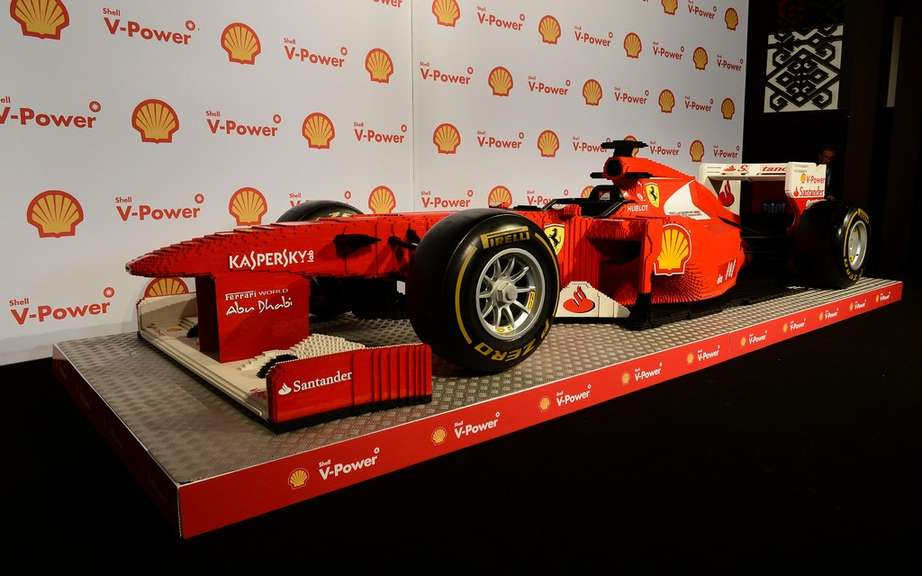 Ferrari F1 built in Lego