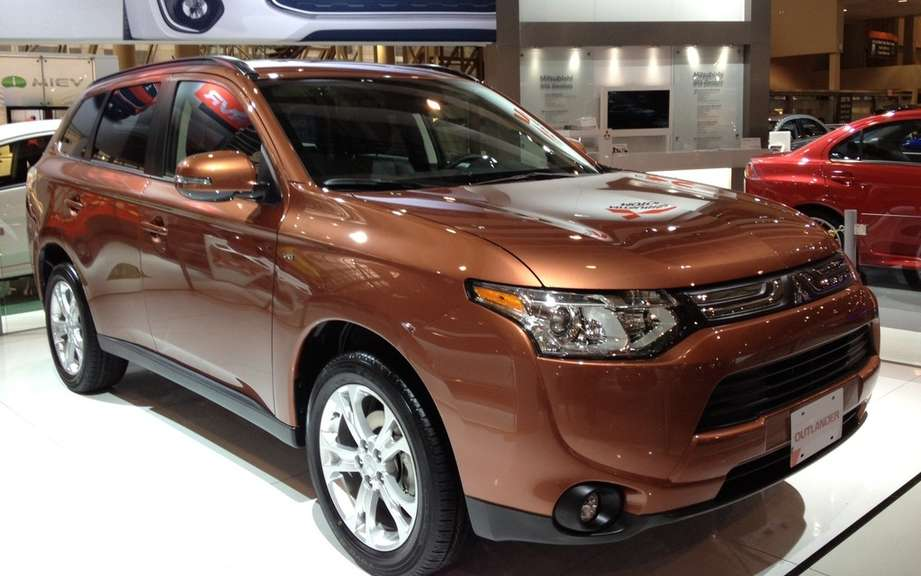 Mitsubishi Outlander 2014 from $ 25,998 picture #3