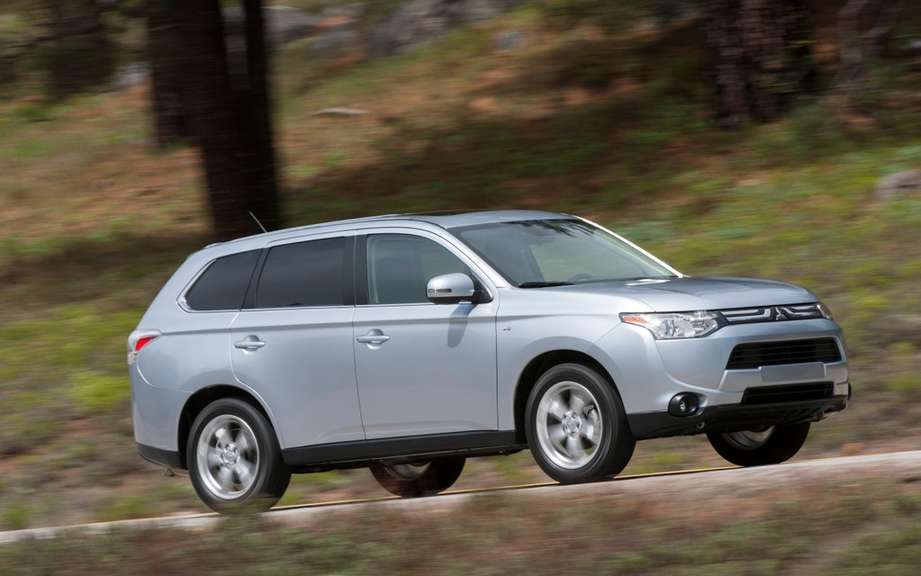 Mitsubishi Outlander 2014 from $ 25,998 picture #4