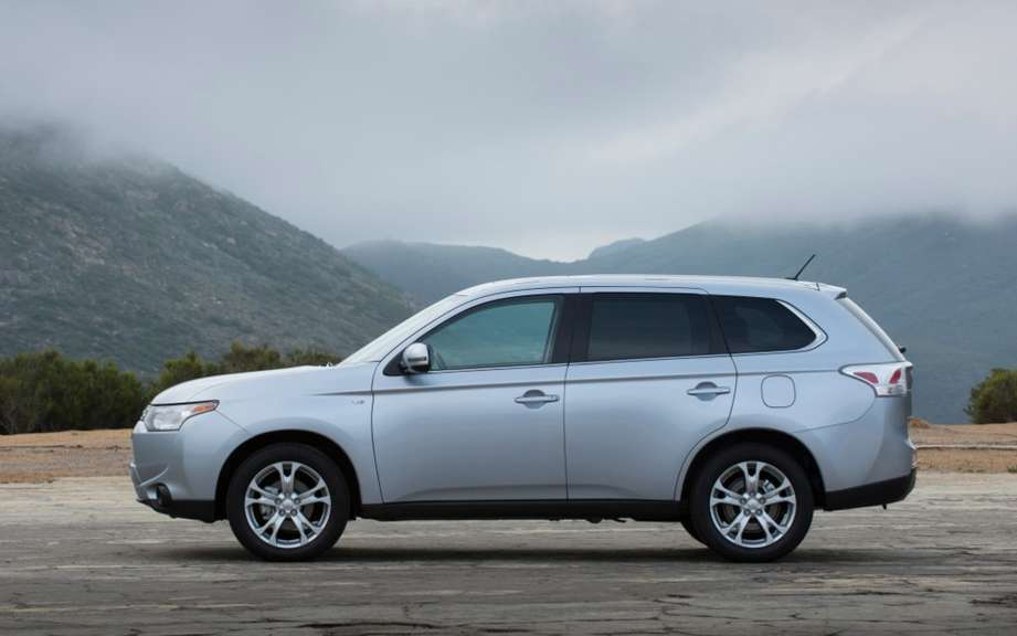 Mitsubishi Outlander 2014 from $ 25,998 picture #6