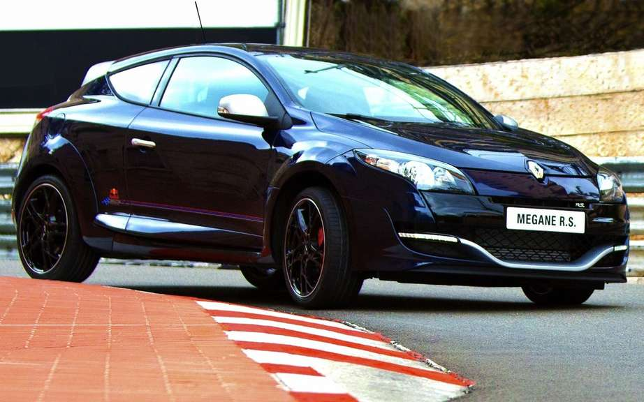 Renault Megane RS Red Bull Racing RB8 draw a boundary