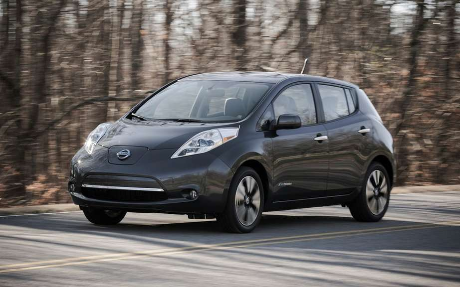 Nissan Canada reduced the price of its 2013 LEAF picture #3