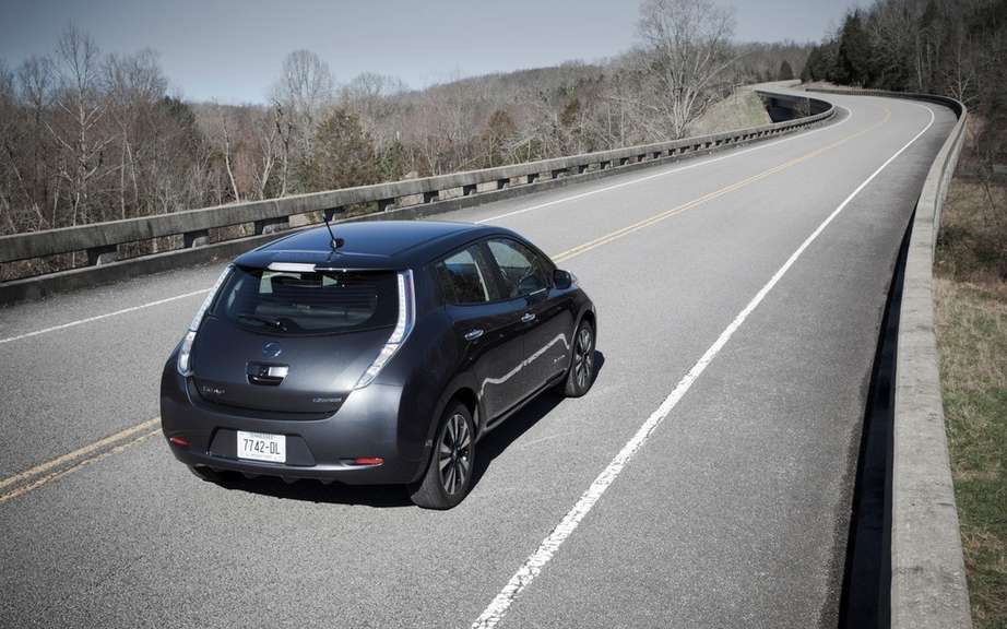 Nissan Canada reduced the price of its 2013 LEAF picture #4