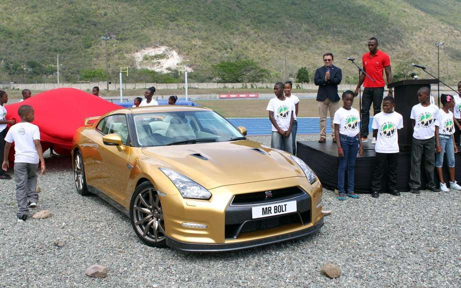 Nissan GT-R Bolt Gold 2014: Usain Bolt has reserved picture #8