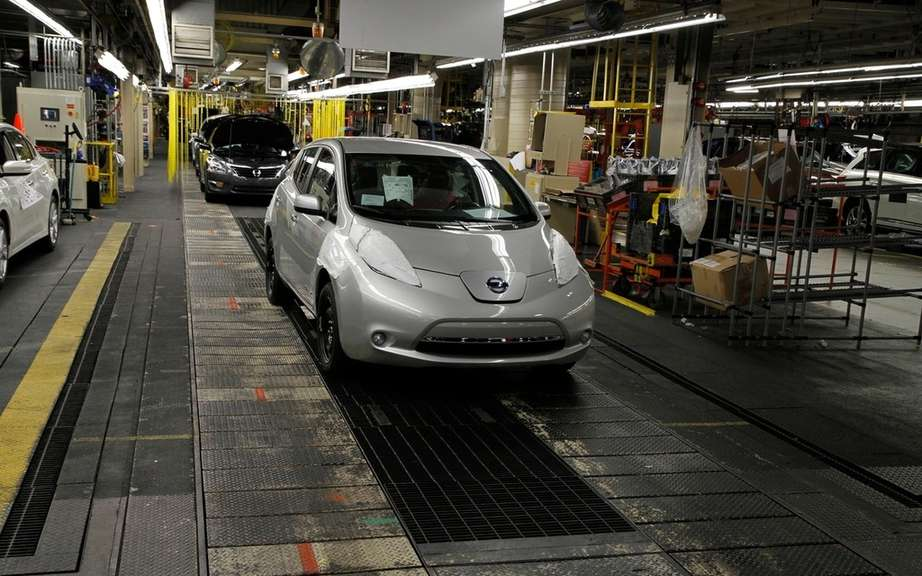 Nissan Canada reduced the price of its 2013 LEAF picture #10