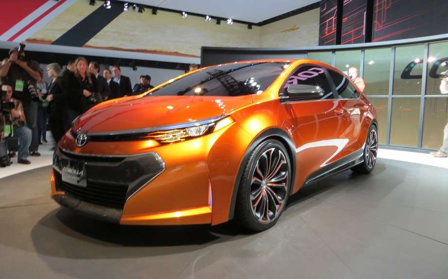 Toyota Corolla 2014, new forms rather angular picture #7