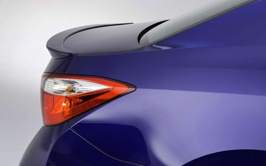 Toyota Corolla 2014, new forms rather angular picture #16