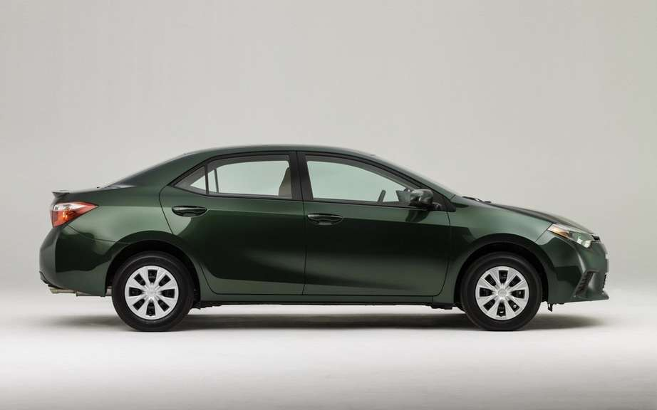 Toyota Corolla 2014, new forms rather angular picture #19