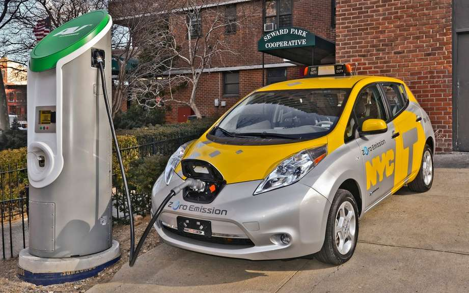 Nissan LEAF: six cars taxis for the City of New York picture #5