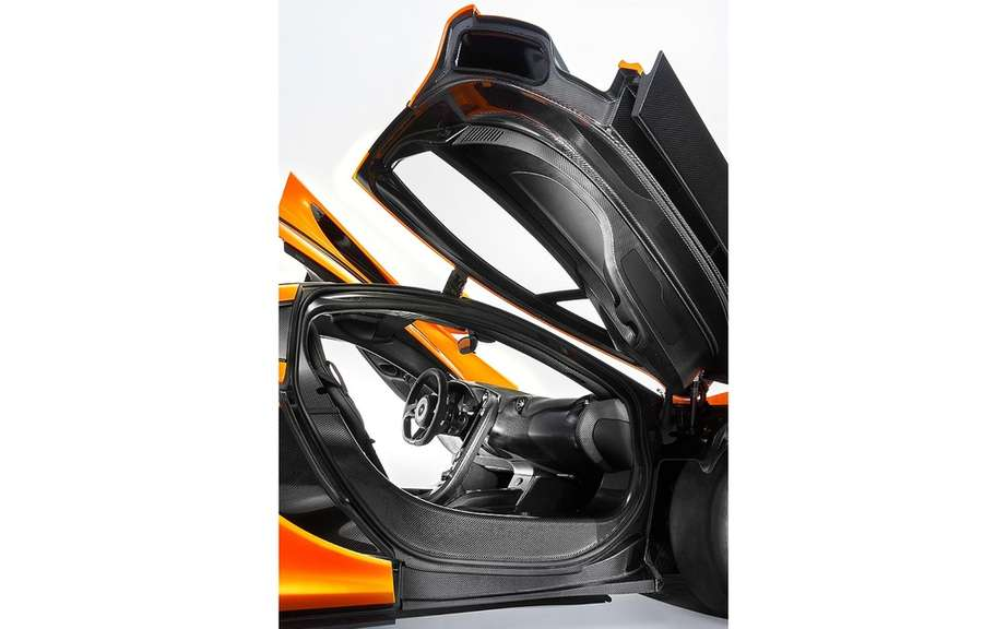 McLaren P1: an ultra lightweight cockpit picture #6