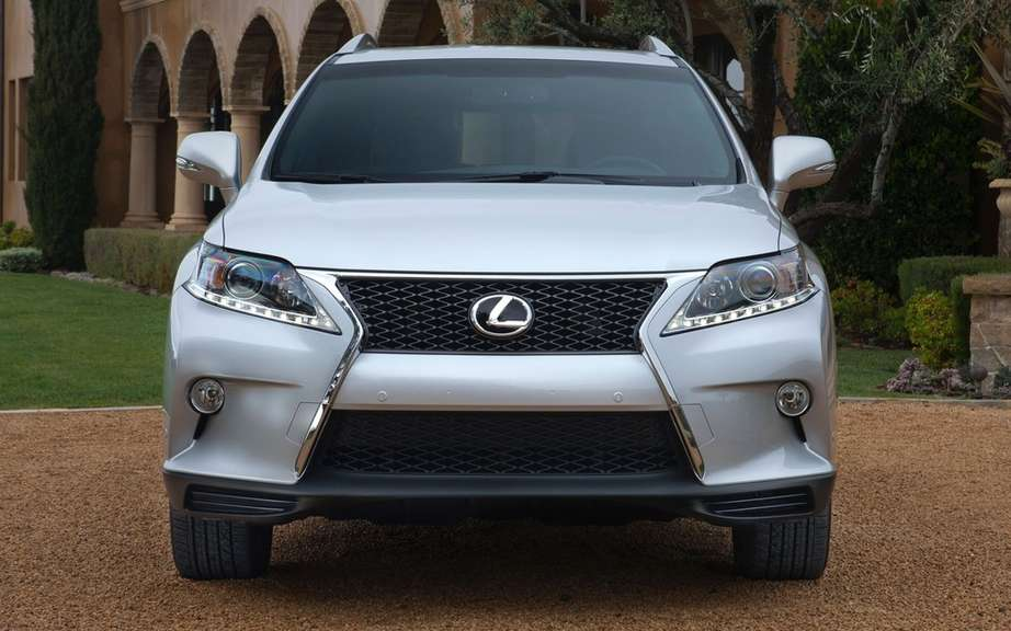 Lexus will offer a compact SUV picture #2
