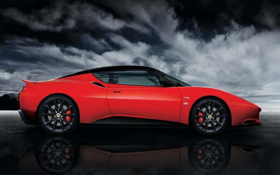 Lotus Evora Sports Racer racier and better equipped