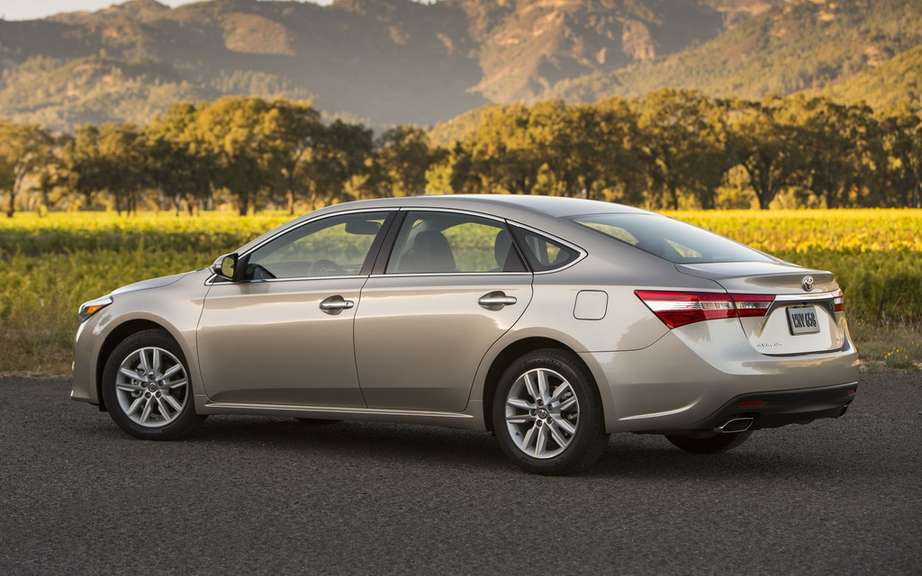 "Toyota Avalon: the ""official car of the New Year"" 2013 picture #2"