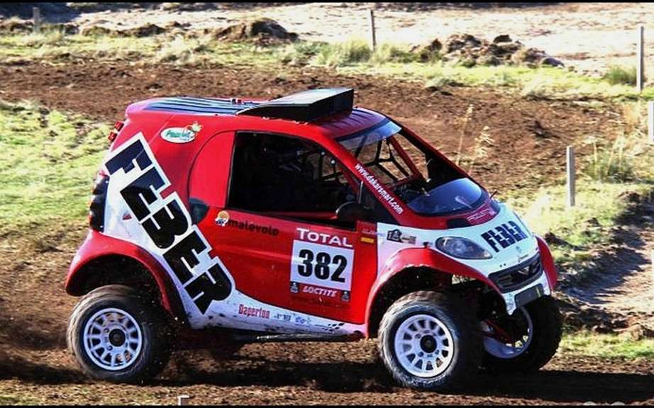 smart fortwo engagee Dakar 2013 picture #3