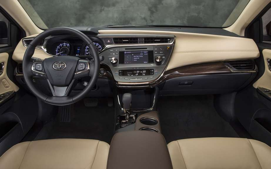 "Toyota Avalon: the ""official car of the New Year"" 2013 picture #3"