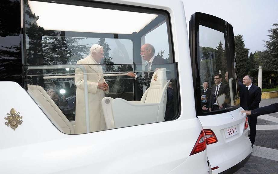 Mercedes-Benz delivers a new Popemobile has Benedict XVI picture #2