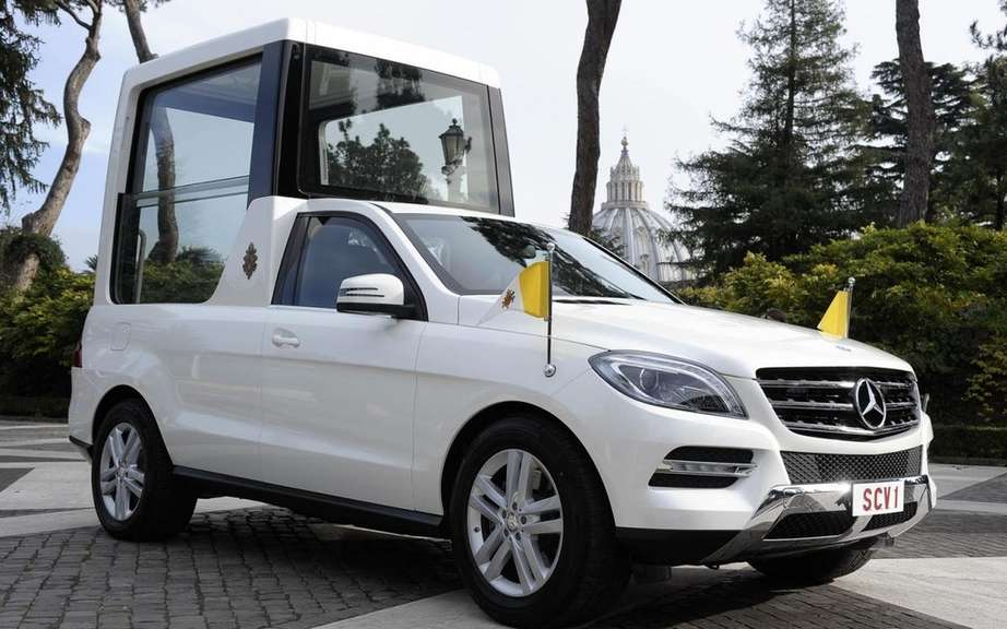 Mercedes-Benz delivers a new Popemobile has Benedict XVI picture #3