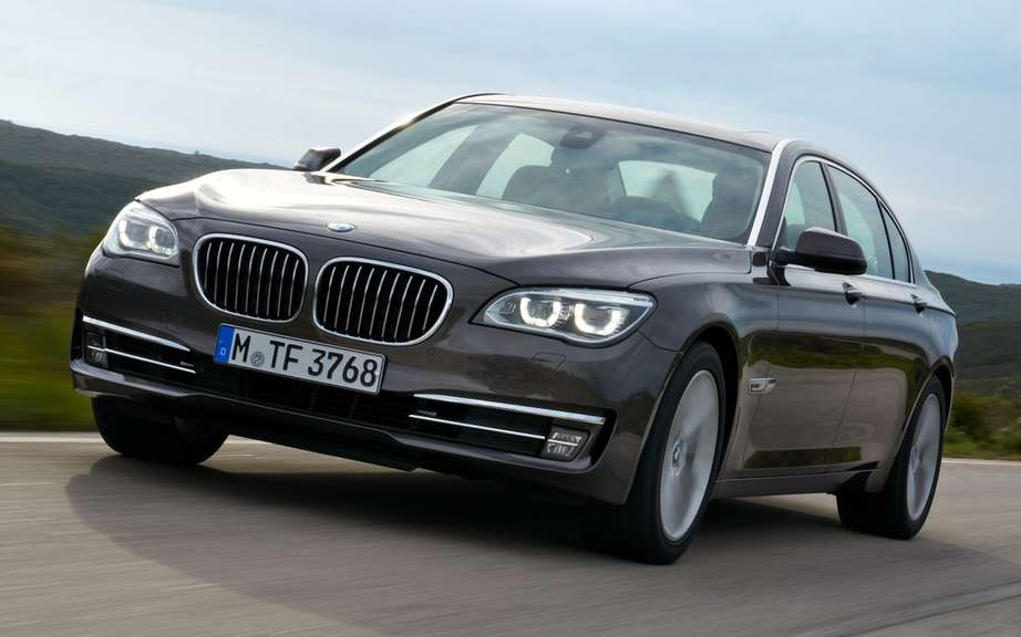 BMW made two reminders of its 7 Series models