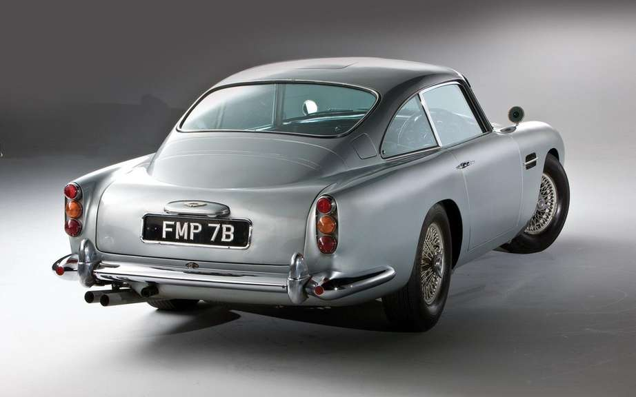 Aston Martin DB5 1964 Sir James Bond: Sold $ 4.6 million picture #2