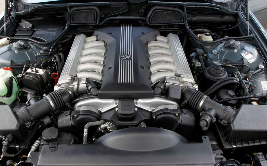 BMW USA commemorates 25 years of the V12 engine picture #6