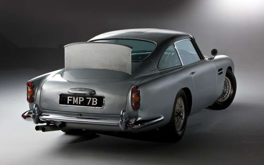 Aston Martin DB5 1964 Sir James Bond: Sold $ 4.6 million picture #4