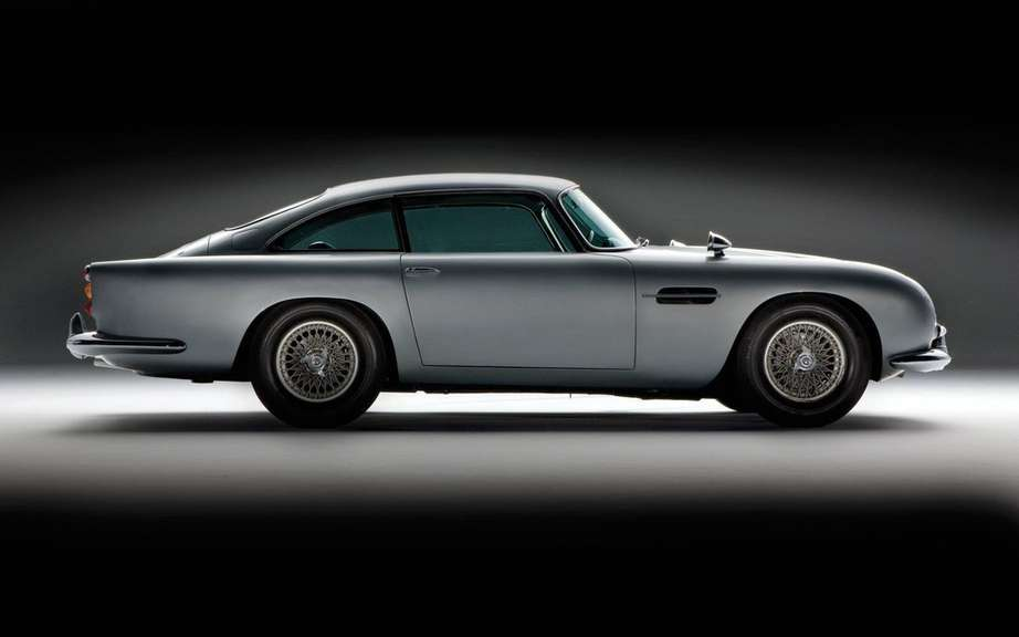 Aston Martin DB5 1964 Sir James Bond: Sold $ 4.6 million picture #5