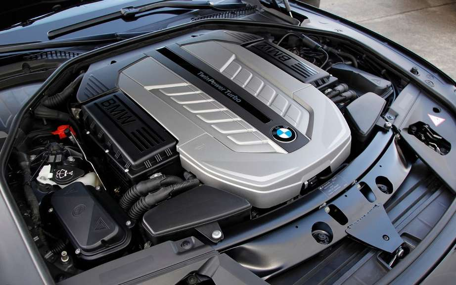 BMW USA commemorates 25 years of the V12 engine picture #10