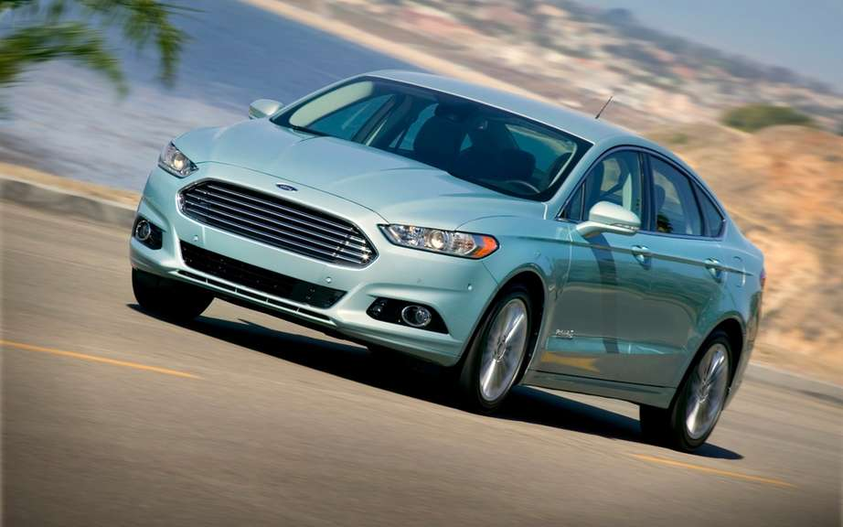 Ford Canada announces pricing for its 2013 Fusion models picture #3