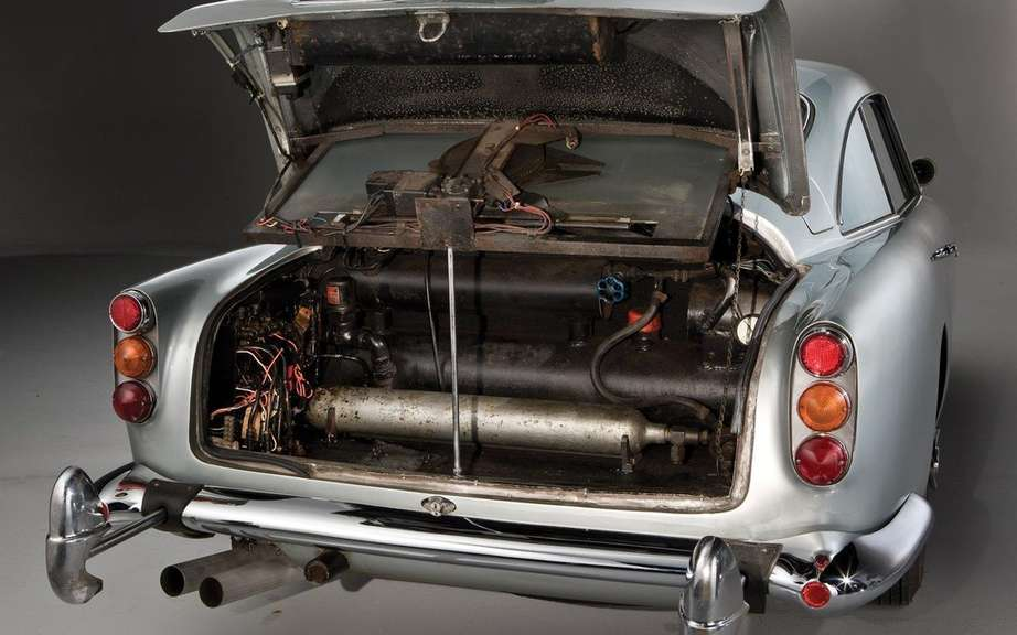 Aston Martin DB5 1964 Sir James Bond: Sold $ 4.6 million picture #9