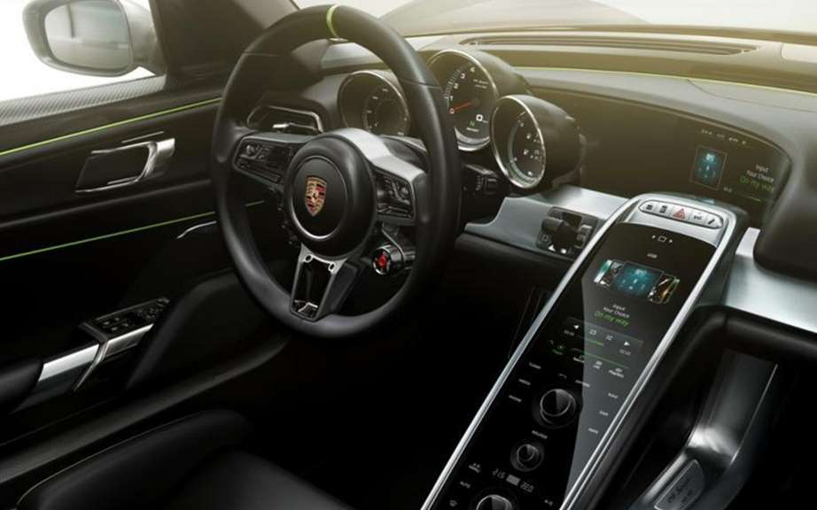 Porsche 918 Spyder: The brochure can be found on the Net picture #5