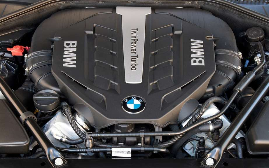 BMW USA commemorates 25 years of the V12 engine picture #12