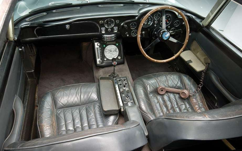 Aston Martin DB5 1964 Sir James Bond: Sold $ 4.6 million picture #11
