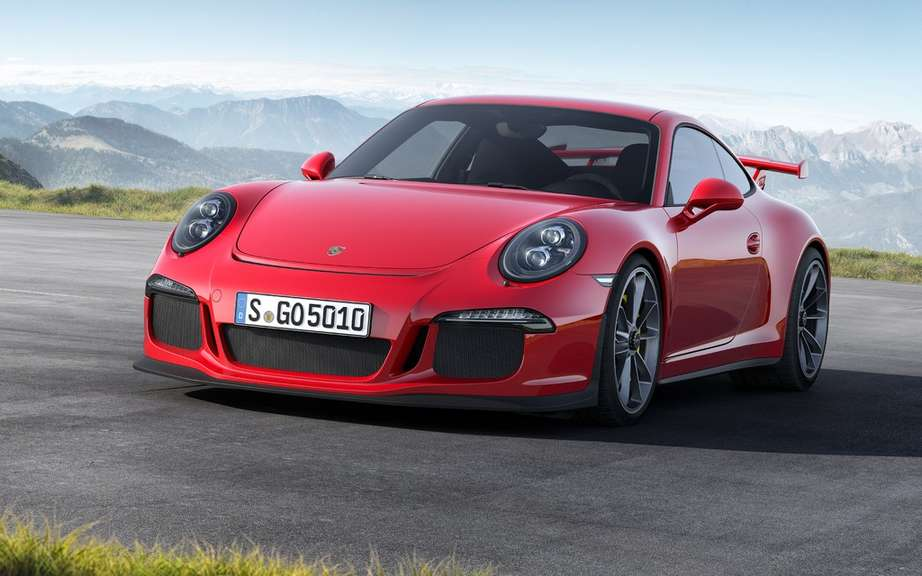 Porsche engines inspect new 911 GT3
