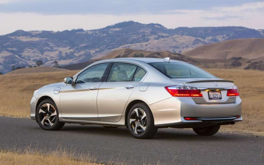 Honda Accord PHEV 2014 plug-in hybrid sedan