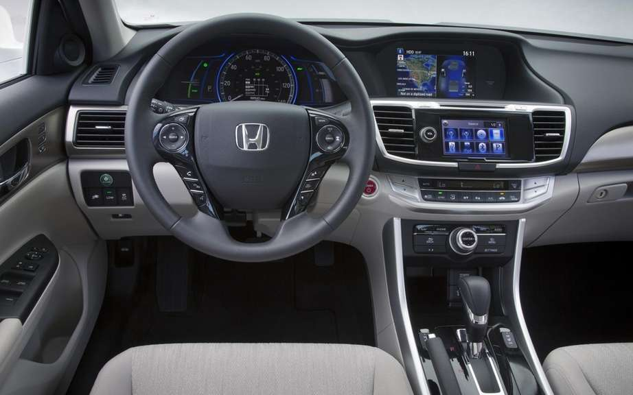 Honda Accord PHEV 2014 plug-in hybrid sedan picture #2