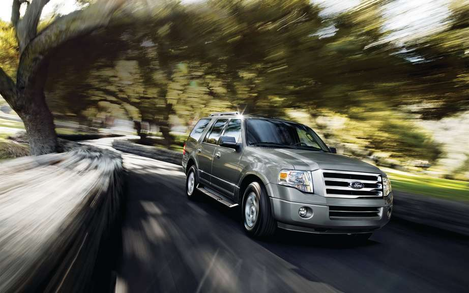 Ford Expedition 2015 passes the Ecoboost
