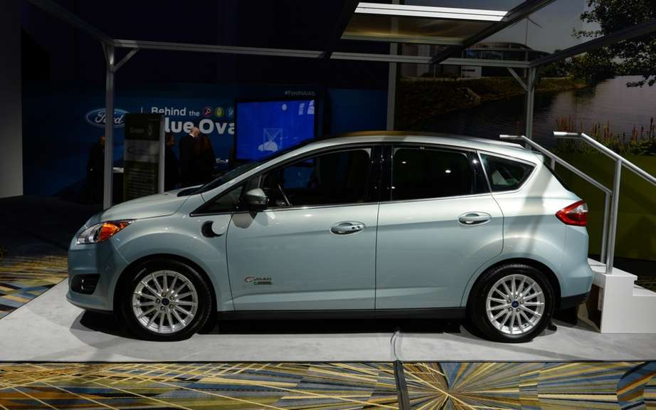 Ford C-MAX Hybrid 2013: it can travel 917 km with a full tank of gas picture #1