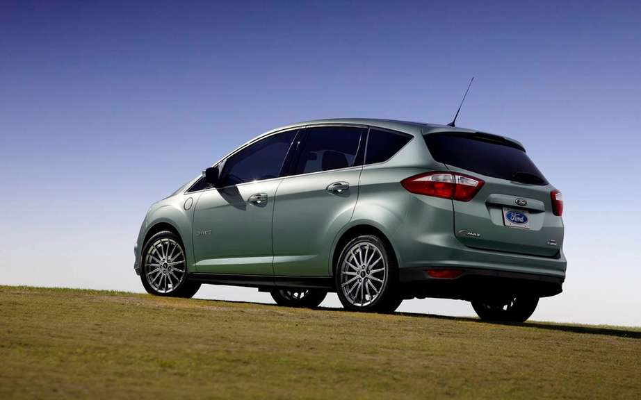Ford C-MAX Hybrid 2013: it can travel 917 km with a full tank of gas picture #3