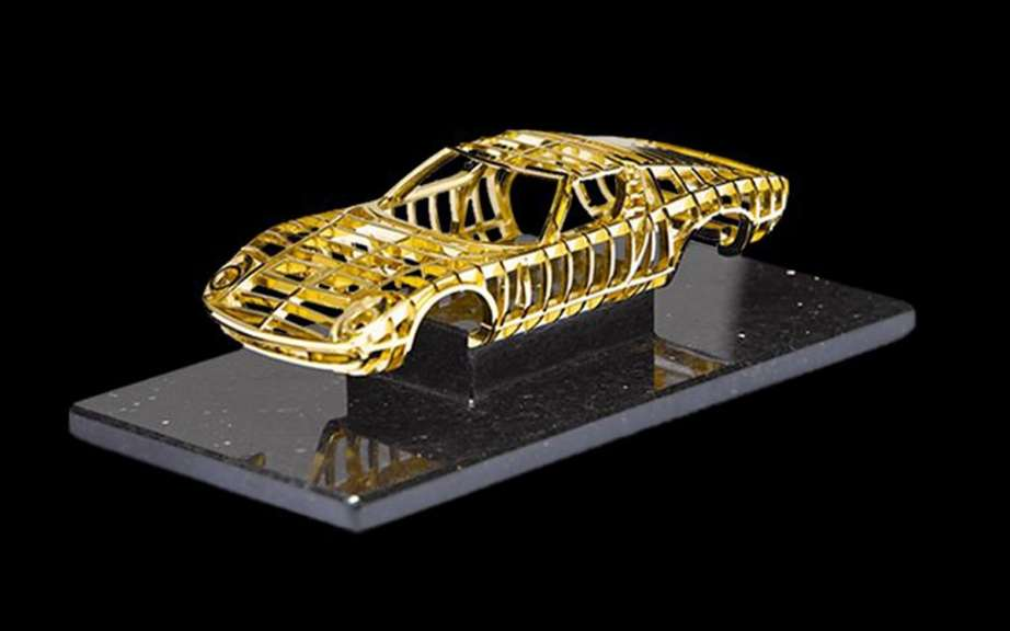 Lamborghini Miura: a sculpture in 24k gold picture #1